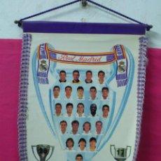 Coleccionismo deportivo: FUTBOL BANDERIN DEL REAL MADRID GRANDE LUIS ENRIQUE ZAMORANO ..26 LIGAS 17 COPAS... Lote 46025317