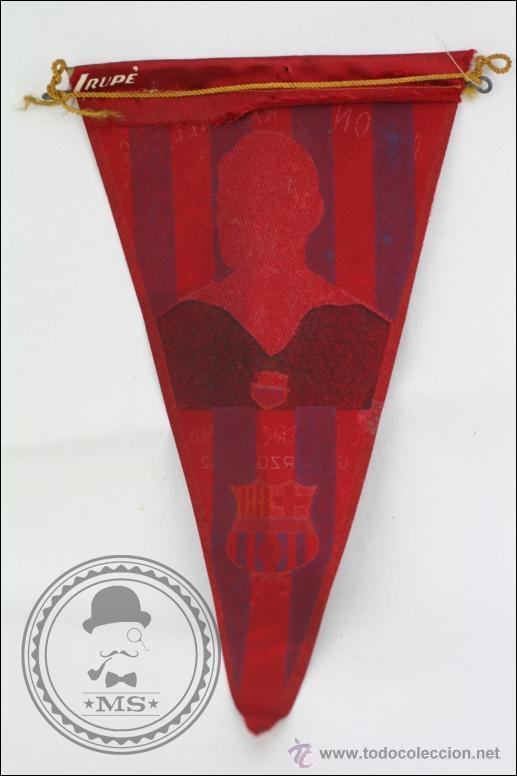 Coleccionismo deportivo: Antiguo Banderín del Fútbol Club Barcelona. Homenaje Antonio Ramallets, 1962 - Medidas 22,5 x 13 Cm - Foto 3 - 46069139