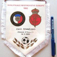 Coleccionismo deportivo: BANDERIN PENNANT CSFR CHECOSLOVAQUIA – ESPAÑA SPAIN 19 X 16 CM 1992 WIMPEL. Lote 46432197