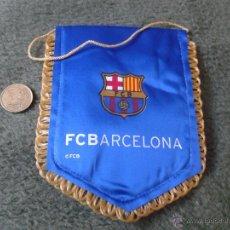 Coleccionismo deportivo: PEQUEÑO BANDERÍN BARSA FUTBOL CLUB BARCELONA. PRECIOSO. ESTÁ ACOLCHADO. IDEAL COLECCIONISTAS CULES . Lote 47106568
