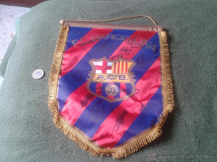 BANDERIN BANDERA BANDEROLA FUTBOL CLUB BARCELONA BARÇA CON FIRMAS AUTOGRAFOS FIRMA VER DESCRIPCION . (Coleccionismo Deportivo - Banderas y Banderines de Fútbol)