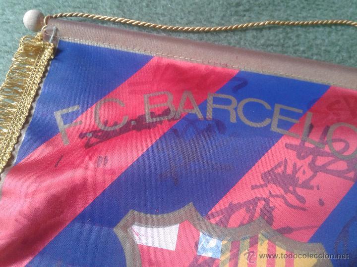 Coleccionismo deportivo: BANDERIN BANDERA BANDEROLA FUTBOL CLUB BARCELONA BARÇA CON FIRMAS AUTOGRAFOS FIRMA VER DESCRIPCION . - Foto 6 - 47469987