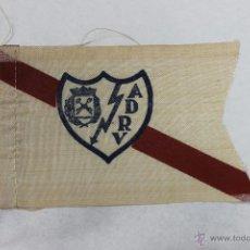 Coleccionismo deportivo: BANDERIN DEL RAYO VALLECANO PARA BICICLETA AÑOS 70. Lote 47563126