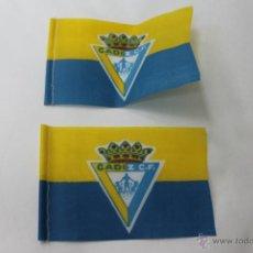 Coleccionismo deportivo: 2 BANDERINES ANTIGUOS FUTBOL CADIZ CLUB DE FUTBOL. Lote 47704828
