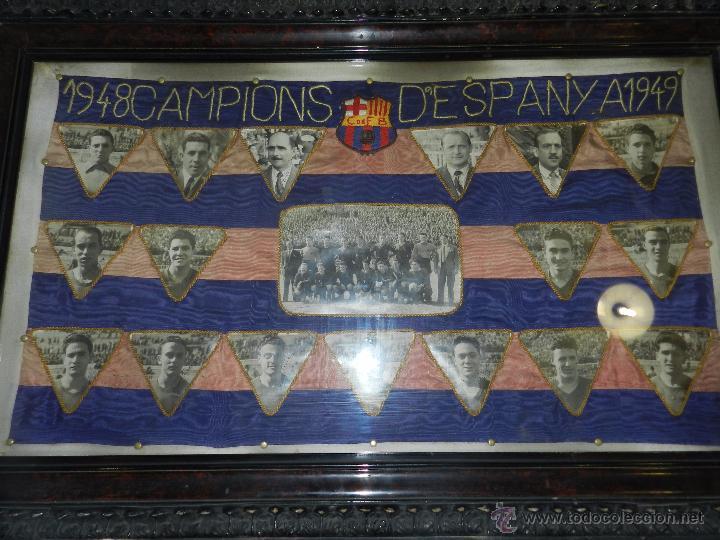 CF BARCELONA - BANDERA ENMARCADA CF BARCELONA CAMPEON DE ESPAÑA 1948 - 1949, FOTOGRAFIAS DEDICADAS (Coleccionismo Deportivo - Banderas y Banderines de Fútbol)