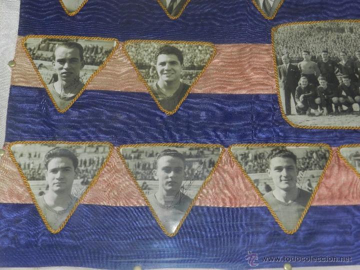 Coleccionismo deportivo: CF BARCELONA - BANDERA ENMARCADA CF BARCELONA CAMPEON DE ESPAÑA 1948 - 1949, FOTOGRAFIAS DEDICADAS - Foto 3 - 48630746