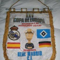 Coleccionismo deportivo: XXV SEMIFINAL COPA DE EUROPA R. MADRID HAMBURGO - BANDERÍN FIRMADO POR JUGADORES DEL MADRID. 1980. Lote 48723683