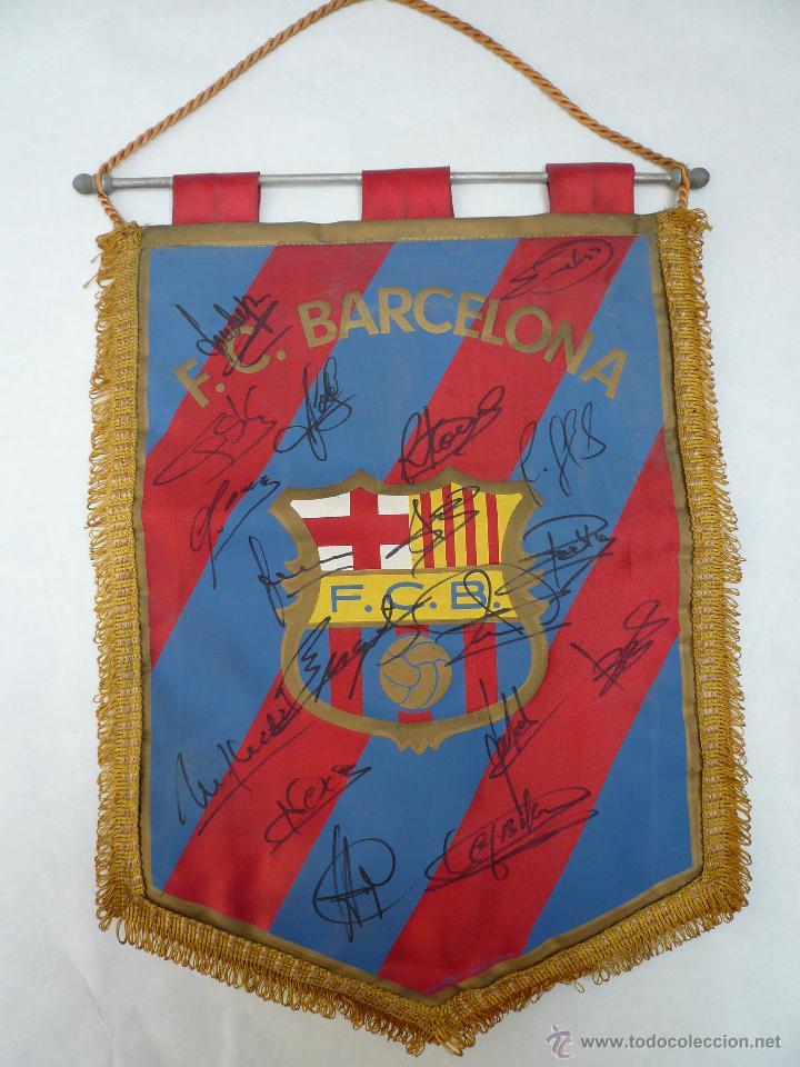 BANDERIN DEL BARCELONA CON 18 AUTOGRAFOS ORIGINALES (Coleccionismo Deportivo - Banderas y Banderines de Fútbol)