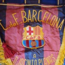 Coleccionismo deportivo: (F-0104)ESPECTACULAR BANDERIN BORDADO,C.F.BARCELONA,A DON JACINTO PLANAS AÑO 1961,MATCH WORN. Lote 48752302