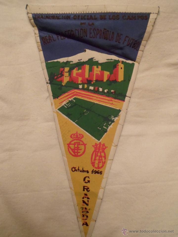 BANDERÍN INAUGURACIÓN ESTADIO FUTBOL LOS CAMPOS DE GRANADA AÑO 1966 - ORIGNAL DE ÉPOCA- (Coleccionismo Deportivo - Banderas y Banderines de Fútbol)