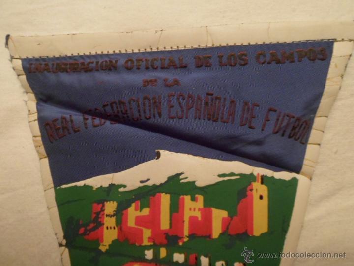 Coleccionismo deportivo: BANDERÍN INAUGURACIÓN ESTADIO FUTBOL LOS CAMPOS DE GRANADA AÑO 1966 - ORIGNAL DE ÉPOCA- - Foto 3 - 48991270