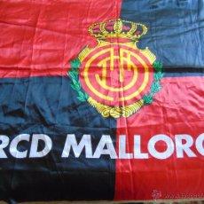 Coleccionismo deportivo: BANDERA DE FÚTBOL. REAL CLUB DEPORTIVO MALLORCA. 155 X 100 CM. Lote 222311843