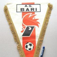 Coleccionismo deportivo: BANDERIN PENNANT AS BARI ITALIA ITALY ORIGINAL 36 X 15 CM BUEN ESTADO GALLARDETTE. Lote 49879912