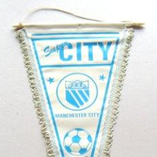 Coleccionismo deportivo: BANDERIN FUTBOL PENNANT MANCHESTER CITY ENGLAND INGLATERRA 39 X 21 CM BUEN ESTADO . Lote 49902735