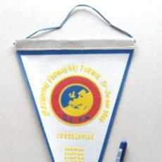 Coleccionismo deportivo: BANDERIN FUTBOL PENNANT 19 TORNEO EUROPA JUGOSLAVIJA 1966 YUGOSLAVIA 26 X 17 CM BUEN ESTADO . Lote 49910841