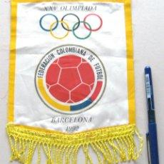 Coleccionismo deportivo: BANDERIN FUTBOL PENNANT COLOMBIA EN BARCELONA 92 24 X 17 CM OLIMPIADA OLIMPICA. Lote 49910903