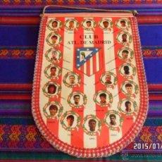 Coleccionismo deportivo: BANDERÍN CLUB ATLÉTICO DE MADRID TEMPORADA 1994 1995 94 95 GRAN TAMAÑO 45X31 CMS. BUEN ESTADO. RARO.. Lote 50248913