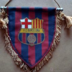 Coleccionismo deportivo: BANDERIN DEL F.C BARCELONA EN TELA. Lote 110623294