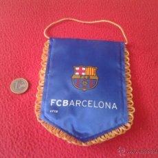 Coleccionismo deportivo: LOTE DE 2 PEQUEÑOS BANDERINES BANDERIN BARSA FUTBOL CLUB BARCELONA. PRECIOSO ESTÁ ACOLCHADO. CULE CU. Lote 50590517