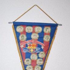 Coleccionismo deportivo: BANDERÍN FÚTBOL CLUB BARCELONA - LIGA 1981-82 PLANTILLA GANADORA RECOPA - SIMONSEN, SCHUSTER, QUINI. Lote 51724837