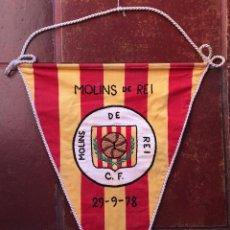 Coleccionismo deportivo: BANDERIN DE TELA BORDADO CF CLUB DE FUTBOL MOLINS DE REI 1978 EQUIPO FUTBOL CATALUNYA CATALUÑA (65). Lote 52632757
