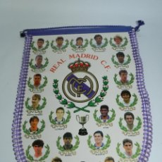 Coleccionismo deportivo: BANDERIN DEL REAL MADRID C.F. AÑOS 80, BUTRAGUEÑO, BUYO, MICHEL, MARTIN VAZQUEZ, ZAMORANO, LUIS ENRI. Lote 52835189
