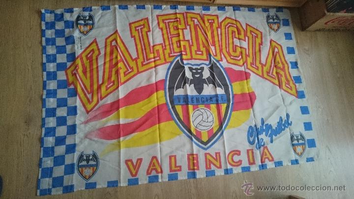 ANTIGUA BANDERA DEL VALENCIA CLUB DE FUTBOL (Coleccionismo Deportivo - Banderas y Banderines de Fútbol)
