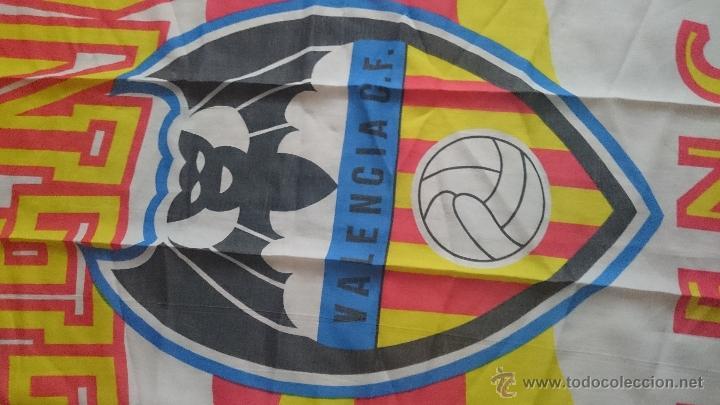 Coleccionismo deportivo: Antigua bandera del Valencia club de futbol - Foto 3 - 52941497