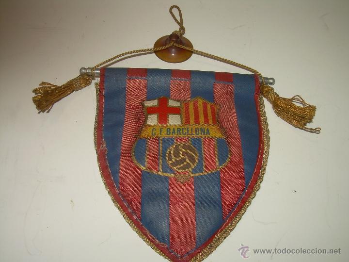 ANTIGUO Y RARO BANDERIN DE COCHE.......C.F. BARCELONA. (Coleccionismo Deportivo - Banderas y Banderines de Fútbol)