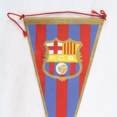 Coleccionismo deportivo: BANDERÍN DE TELA - FCB / FÚTBOL CLUB BARCELONA - ESCUDO - AÑOS 60-70. Lote 53346216