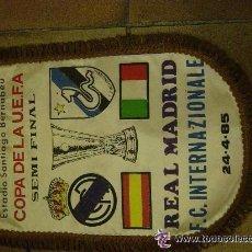 Coleccionismo deportivo: BANDERIN ORIGINAL. FUTBOL. BERNABEU. COPA UEFA SEMI FINAL. REAL MADRID F.C. INTERNACIONALES 1985. Lote 53851766