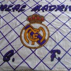 Coleccionismo deportivo: BANDERA DEL FÚTBOL. REAL MADRID CF. 130 X 100 CM APROX. 70 GR. Lote 149310982