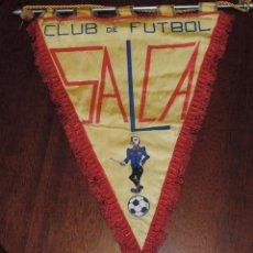 Coleccionismo deportivo: BANDERIN CLUB DE FUTBOL SALCA, MUY GRANDE, MIDE 36 X 28 CMS. EXCEPCIONAL PIEZA. Lote 54161853