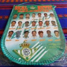 Coleccionismo deportivo: BANDERÍN REAL BÉTIS AÑOS 90 GRAN TAMAÑO. MBE Y RARO. REGALO CAMISA PEÑA BÉTICA.. Lote 54230081