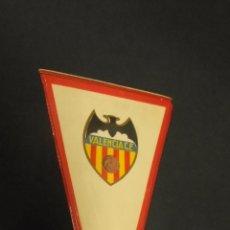 Coleccionismo deportivo: BANDERIN VALENCIA C.F. - APROX. 27,5 CM X 15 CM. -. Lote 54365718