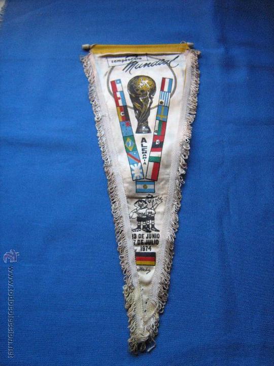 BANDERIN CON LAS BANDERAS DE LOS EQUIPOS DEL MUNDIAL DE ALEMANIA DE 1974 - COPA MUNDO 74 (Coleccionismo Deportivo - Banderas y Banderines de Fútbol)