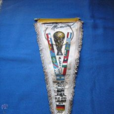 Coleccionismo deportivo: BANDERIN CON LAS BANDERAS DE LOS EQUIPOS DEL MUNDIAL DE ALEMANIA DE 1974 - COPA MUNDO 74. Lote 54810289