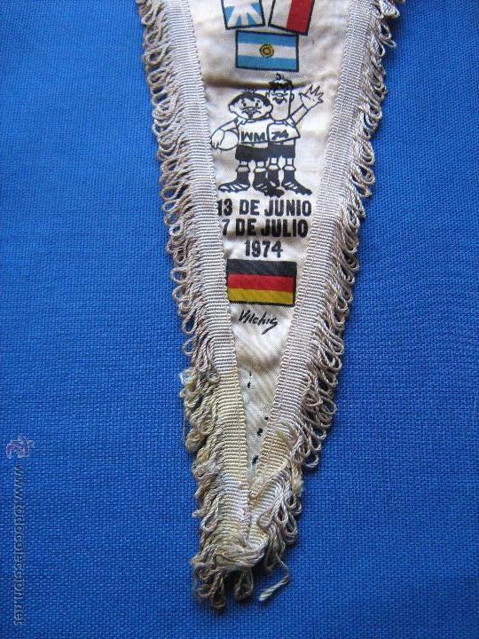 Coleccionismo deportivo: BANDERIN CON LAS BANDERAS DE LOS EQUIPOS DEL MUNDIAL DE ALEMANIA DE 1974 - COPA MUNDO 74 - Foto 3 - 54810289