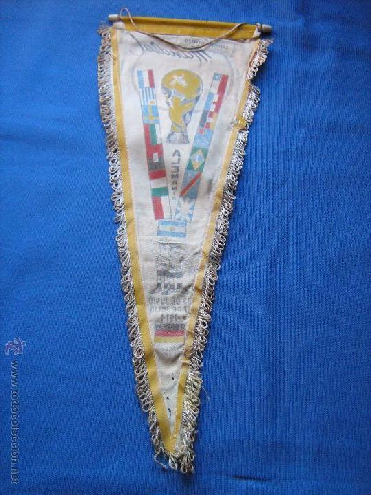 Coleccionismo deportivo: BANDERIN CON LAS BANDERAS DE LOS EQUIPOS DEL MUNDIAL DE ALEMANIA DE 1974 - COPA MUNDO 74 - Foto 4 - 54810289