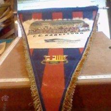 Coleccionismo deportivo: ANTIGUO BANDERIN HISTORIAL FUTBOL BARCELONA 55 CMS LARGO AÑOS 70 REXACH CRUYFF. Lote 54921474