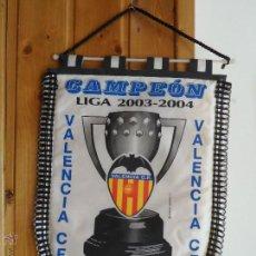 Coleccionismo deportivo: BANDERIN FUTBOL -VALENCIA CF CAMPEON DE LIGA TEMPORADA 2003 2004 03 - 04. Lote 55071134