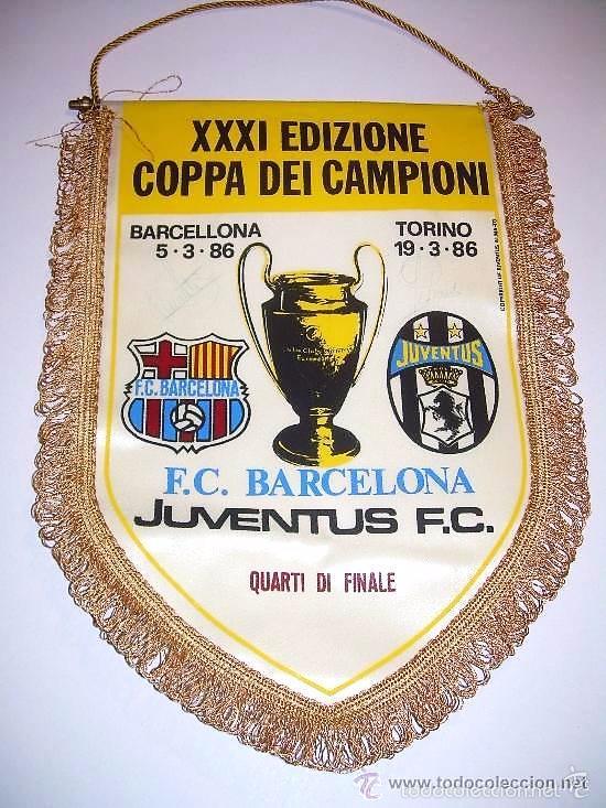 BANDERIN FUTBOL CLUB BARCELONA - JUVENTUS F.C....FIRMADO POR URRUTI Y PEDRAZA. (Coleccionismo Deportivo - Banderas y Banderines de Fútbol)