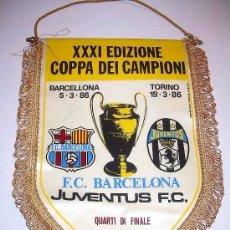 Coleccionismo deportivo: BANDERIN FUTBOL CLUB BARCELONA - JUVENTUS F.C....FIRMADO POR URRUTI Y PEDRAZA.. Lote 31257606