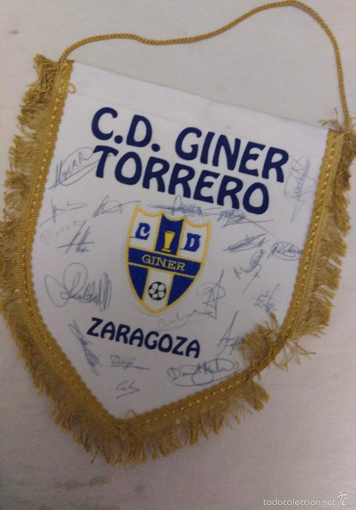 BANDERIN FUTBOL C.D. GINER TORRERO ZARAGOZA CON AUTOGRAFOS PLANTILLA (Coleccionismo Deportivo - Banderas y Banderines de Fútbol)