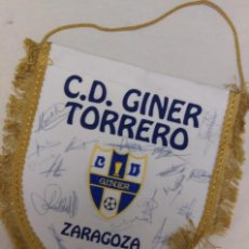 Coleccionismo deportivo: BANDERIN FUTBOL C.D. GINER TORRERO ZARAGOZA CON AUTOGRAFOS PLANTILLA. Lote 55338565