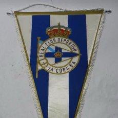 Coleccionismo deportivo: ANTIGUO BANDERIN DEL EQUIPO DE FUTBOL REAL CLUB DEPORTIVO LA CORUÑA, ACOLCHADO, GIGANTE MIDE 55 CMS.. Lote 56733967