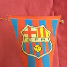 Coleccionismo deportivo: BANDERIN C. F. BARCELONA. 27 X 14,8 CMS. CARAMELOS KIKI'S. Lote 57980854