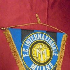 Coleccionismo deportivo: BANDERIN. F.C. INTERNAZIONALE MILANO. 37 X 30 CMS.. Lote 57981023