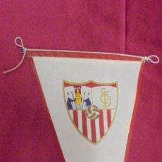 Coleccionismo deportivo: BANDERIN DE TELA. SEVILLA FUTBOL CLUB. 26 X 14,7 CMS.. Lote 57999396