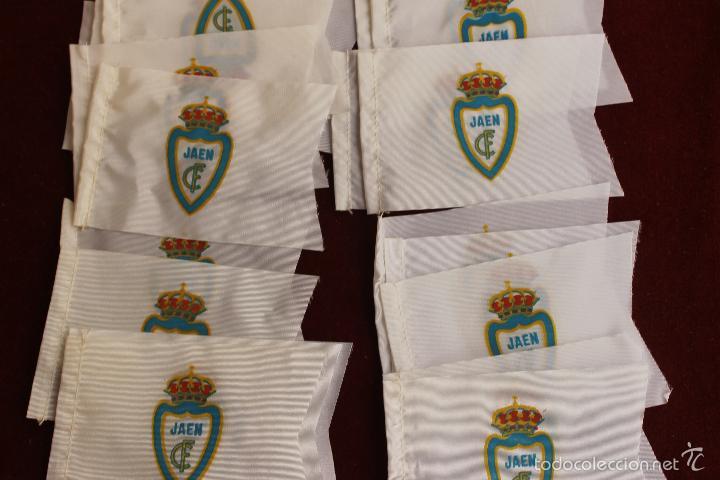 Coleccionismo deportivo: LOTE 20 BANDERINES ANTIGUOS PARA BICICLETA, CLUB DE FUTBOL JAEN, AÑOS 70 - Foto 2 - 135996154